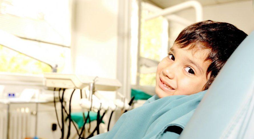 Kilka rad jak dbać i leczyć zęby mleczne u dzieci.